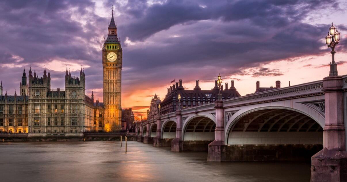 El Big Ben en el reino unido uno de los mejores lugares para estudiar inglés en el extranjero.